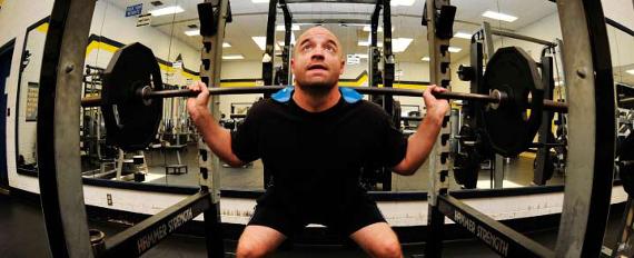 Sala de pesas de gimnasio